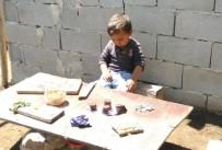 Minik Çocuk Susayınca Engel Tanımadı