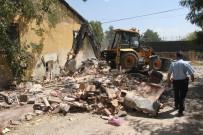 MÜSTAKIL EV - Bir Evden Tam 8 Kamyon Çöp Çıktı