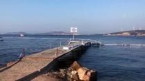 ALI ÇETIN - Foça'da denize akaryakıt sızıntısı