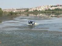 MOGAN GÖLÜ - Gölbaşı Belediyesi Sineklerle Mücadeleye Devam Ediyor
