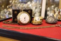ALTIN KAPLAMA - İki Asırlık Osmanlı Saray Saatleri Göz Kamaştırıyor