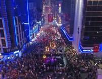 MEHMET ALI ÇALKAYA - İzmir'in İlçelerinde 'Zafer' Coşkusu Gece Yarılarına Kadar Sürdü
