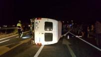 Minibüs Refüjdeki Direğe Çarptı Açıklaması 2 Yaralı