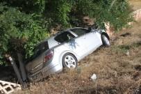 Otomobil Direğe Çarptı Açıklaması 4 Yaralı