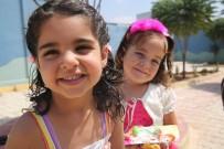 SAÇ KESİMİ - Suriye'de Savaşta Annelerini Kaybeden Çocukların Saçlarına İlk Kez Örgü Yapıldı