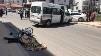 Aksaray'da Minibüs İle Motosiklet Çarpıştı Açıklaması 1 Ölü, 2 Yaralı