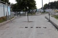 OSMAN SARı - Arazisinden Geçen Yolu Telle Kapattı
