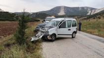 Burdur'da İki Otomobil Çarpıştı Açıklaması 7 Yaralı