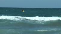 Deniz kenarında oynayan çocuk dalgalarda kayboldu!