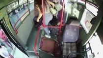 Halk Otobüsünde Rahatsızlanan Yolcuya İlk Müdahaleyi Şoför Yaptı