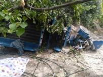 MEHMET YÜKSEL - Mut'ta Taktak Motoru Uçuruma Yuvarlandı Açıklaması1 Ölü, 6 Yaralı