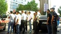 ARAÇ KAMERASI - (Özel) Yoldan Geçerken Kazayı Gördü, Yumrukla Kavgaya Daldı