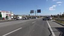 VAHDETTIN - Sivas'ta İki Otomobil Çarpıştı Açıklaması 3 Yaralı
