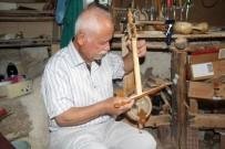 70 Yaşındaki Emekli Müzik Öğretmeni Kabağı Sanata Dönüştürüyor