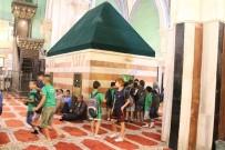 KUDÜS - Filistinli Çocuklar Mescidi Aksa'nın Avlusundan Filistin İçin Şarkılar Söyledi