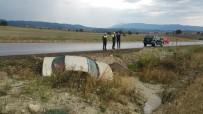DİKKATSİZLİK - Gediz'de Trafik Kazası Açıklaması 2 Yaralı
