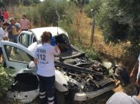 YOLCU TRENİ - İzmir'de Tren Otomobile Çarptı, Yolcularda Dehşeti Yaşadı Açıklaması 1'İ Ağır 2 Yaralı
