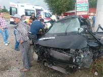 HÜSEYIN YıLMAZ - Otomobil Yön Tabelasına Çarptı Açıklaması 1 Ölü