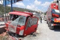 DOĞALGAZ BORUSU - Sarıyer'de Kontrolden Çıkan Kamyonet Dehşet Saçtı