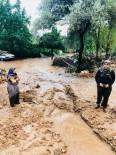 ESKIHISAR - Antalya'da 30 Dakikalık Yağmur Sele Neden Oldu