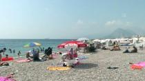 KONYAALTI SAHİLİ - Antalya'da Yoğun Nem