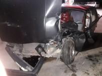 DİKKATSİZLİK - Benzin İstasyonunda Kaza Açıklaması 2 Yaralı