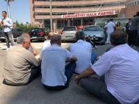 OTURMA EYLEMİ - CHP'li Muhaliflerden Genel Merkez Önünde Oturma Eylemi