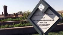 MEZAR TAŞI - Dünyanın En Büyük Türk İslam Mezarlığı Ziyaretçi Akınına Uğruyor