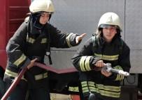 İTFAİYECİLER - Kadın İtfaiyecilerden Aksiyon Filmlerini Aratmayan Tatbikat