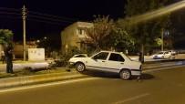 SAKARYA CADDESİ - Kontrolden Çıkan Otomobil Ağaca Çarparak Durabildi