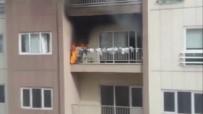 'Kuşlar Gelmesin' Diye Balkon Korkuluklarına Astığı Poşetler Alev Alınca Damacana İle Söndürdü