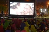 FİLM GÖSTERİMİ - Açık Hava Sinema Günleri 'Şirinler' Ve 'Adile Teyze' İle Devam Etti
