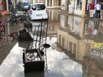 Afyonkarahisar'da Yağan Şiddetli Yağış Ve Dolu Hayatı Felç Etti