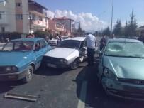 DİKKATSİZLİK - Afyonkarahisar'da Zincirleme Trafik Kazası, 2 Yaralı