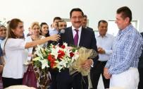 MUSTAFA AK - Başkan Ak Çalışanlarının Doğum Gününü Kutladı