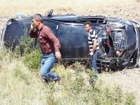 Otomobil Takla Atıp Tarlaya Uçtu  Açıklaması 6 Yaralı
