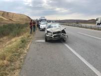 İBRAHIM ETHEM - Otomobil Tır'a Arkadan Çarptı Açıklaması 2 Yaralı