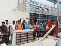 TAŞERON FİRMA - Paralarını Alamayan Hastane İşçileri Grevde