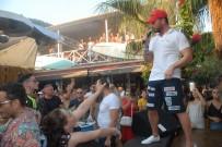 İNGILIZLER - Sinan Akçıl'dan Plaj Konseri