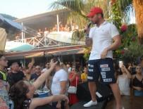 İNGILIZLER - Sinan Akçıl'ın Plaj Konseri Yoğun İlgi Gördü