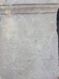 MEZAR TAŞI - Tarihi Eser Kaçakçıları Roma Dönemine Ait Mezar Taşı İle Yakalandı