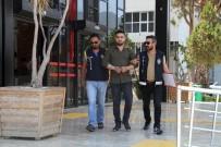 RUHSATSIZ SİLAH - Alanya'da Aranan 2 Şüpheli Yakalandı