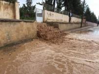 BEYAZ EŞYA - Büyükşehir Elmalı'da Yaraları Sarıyor