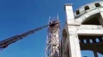Denizli'de Minareden Düşen İşçi Yaralandı