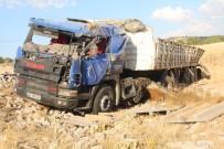 Elazığ'da Tır İle Otomobil Çarpıştı Açıklaması 4 Yaralı