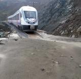 ERZİNCAN VALİSİ - Erzincan-Sivas Demir Yolu Heyelan Nedeniyle Ulaşıma Kapandı