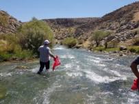 MEHMET GÜVEN - Başkan Güven Hurman Nehrinde Temizlik Yaptı