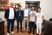 ALİ KORKUT - Başkan Korkut'a Madalyalı Teşekkür