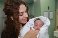 TEMİZLİK GÖREVLİSİ - Bebeğini Süs Havuzunda Boğmaya Çalıştı
