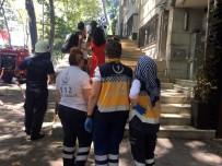 İLK MÜDAHALE - Beşiktaş'ta Çıkan Yangında Oğlu İçeride Mahsur Kalan Anne Sinir Krizi Geçirdi